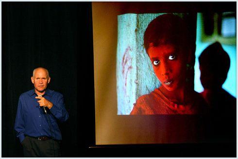 Steve McCurry, por Arupkamal.